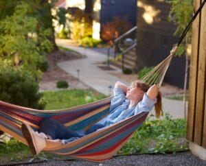 Laß die Seele baumeln und genieße die freie Zeit im Garten